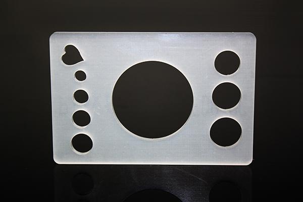 Sonderprojekt Näh-Untensil aus satiniertem Plexiglas